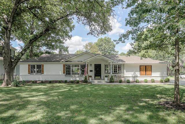 8300 Meadow Lane, Leawood, KS 66206 (#2235090) :: House of Couse Group