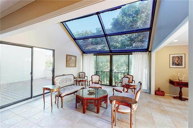 4559 Walnut Street, Kansas City, MO 64111 (#2235439) :: Jessup Homes Real Estate | RE/MAX Infinity