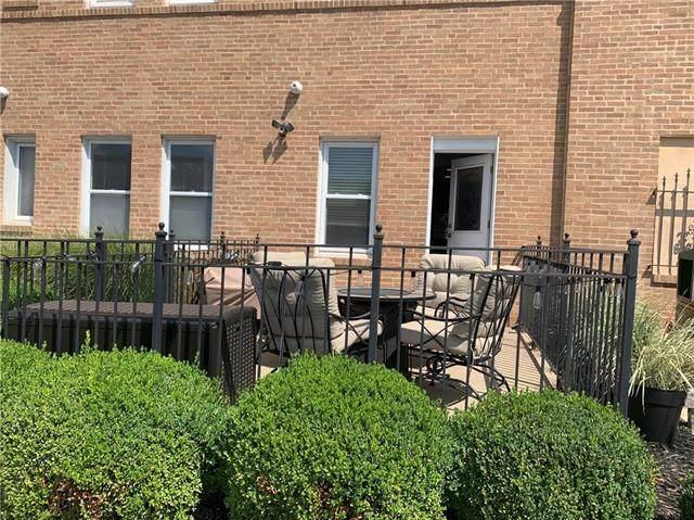 4555 Main Street #103, Kansas City, MO 64111 (#2236362) :: House of Couse Group