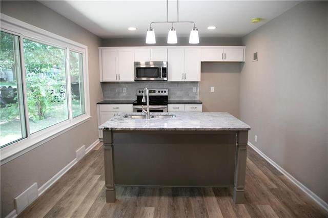 1512 NW B Street, Blue Springs, MO 64015 (#2238357) :: Jessup Homes Real Estate | RE/MAX Infinity