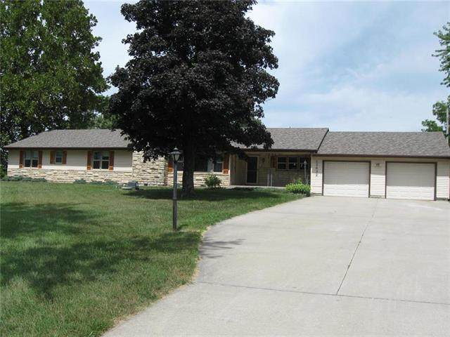 12632 Riverview Avenue, Bonner Springs, KS 66012 (#2238601) :: House of Couse Group