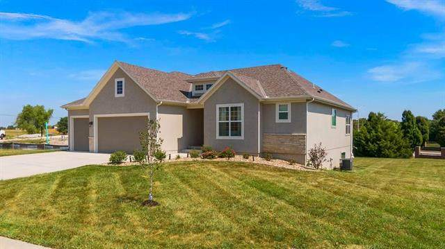 25258 W 83rd Terrace, Lenexa, KS 66227 (#2239300) :: The Gunselman Team