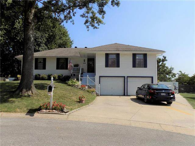 1804 SW West View Circle, Blue Springs, MO 64015 (#2240068) :: Jessup Homes Real Estate | RE/MAX Infinity