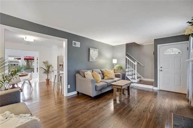 5301 W 70th Street, Prairie Village, KS 66208 (#2240724) :: Ron Henderson & Associates