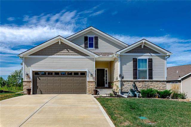 1124 SW Whitby Drive, Lee's Summit, MO 64083 (#2241029) :: Ron Henderson & Associates