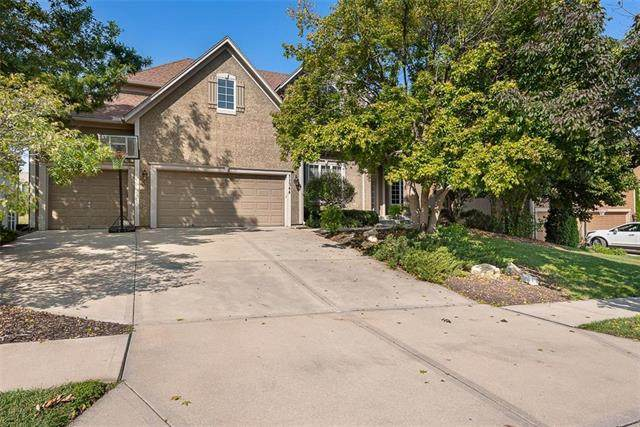 11344 W 146 Street, Olathe, KS 66062 (#2241036) :: Edie Waters Network