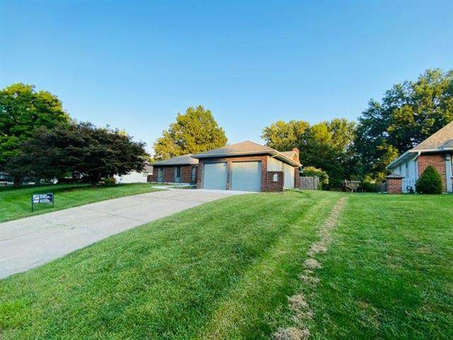 1300 NE Hilltop Drive, Blue Springs, MO 64014 (#2241143) :: The Kedish Group at Keller Williams Realty
