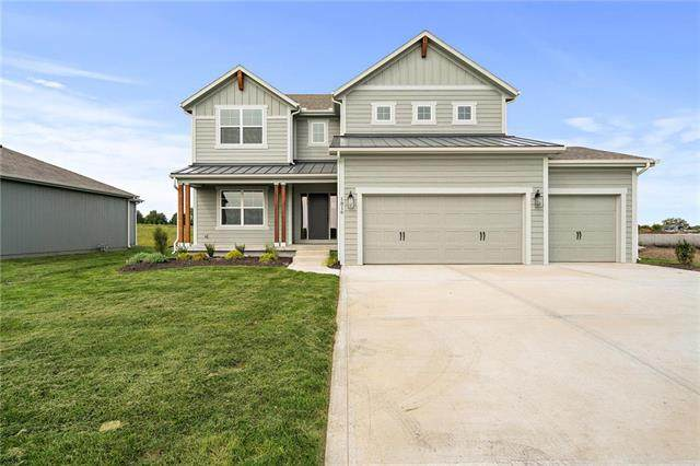 18904 Skyview Lane, Spring Hill, KS 66083 (#2241457) :: Edie Waters Network