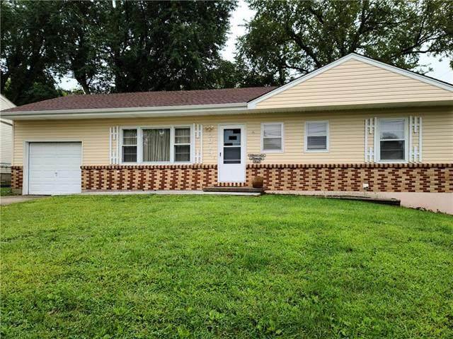 5019 NE 45th Terrace, Kansas City, MO 64117 (#2242559) :: House of Couse Group