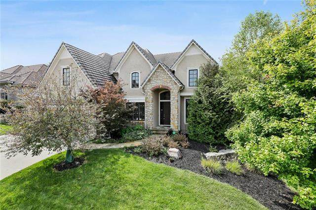 9644 Pickering Street, Lenexa, KS 66227 (#2243089) :: Edie Waters Network