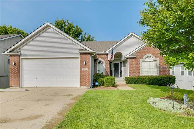 2416 S Arrowhead Avenue, Independence, MO 64057 (#2243302) :: Edie Waters Network