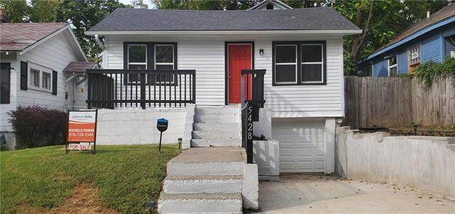 5428 E 29th Terrace, Kansas City, MO 64128 (#2243798) :: House of Couse Group