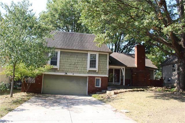 10404 Wedd Street, Overland Park, KS 66212 (#2246494) :: Ron Henderson & Associates