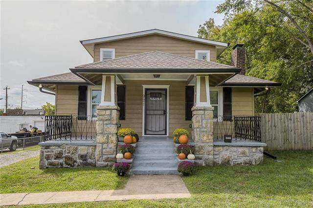 921 E 79th Terrace, Kansas City, MO 64131 (#2247599) :: Ask Cathy Marketing Group, LLC
