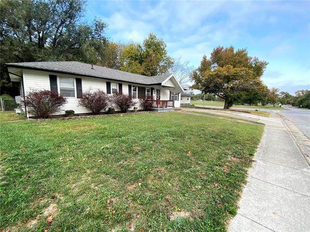 409 N Spring Street, Nevada, MO 64772 (#2247824) :: House of Couse Group