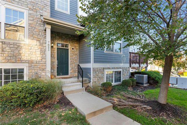 7653 W 158th Street, Overland Park, KS 66223 (#2249245) :: The Shannon Lyon Group - ReeceNichols