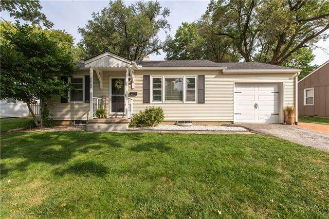7708 W 64th Terrace, Overland Park, KS 66202 (#2250349) :: Ron Henderson & Associates