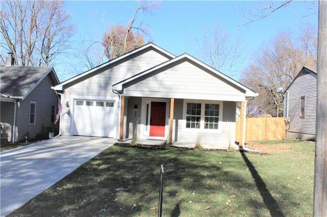 22 W 78th Terrace, Kansas City, MO 64114 (#2252649) :: House of Couse Group