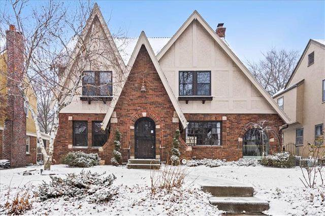 1018 W 70th Street, Kansas City, MO 64113 (#2302697) :: Team Real Estate