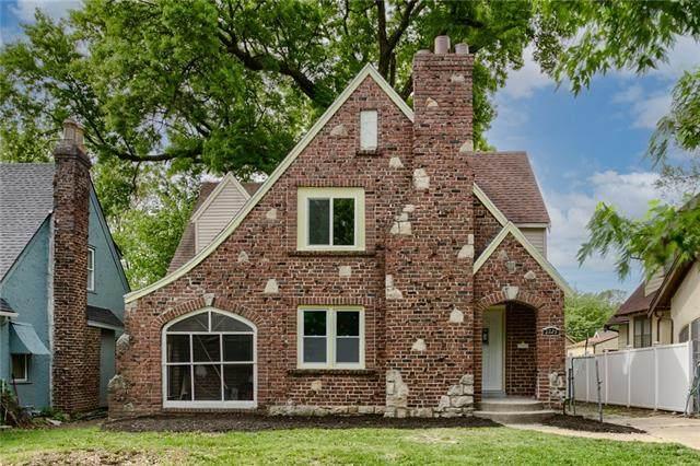 2229 E 69th Street, Kansas City, MO 64132 (#2303326) :: Austin Home Team