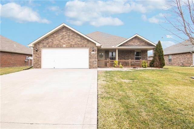 209 NW Lindsey Lane, Grain Valley, MO 64029 (#2303570) :: Audra Heller and Associates