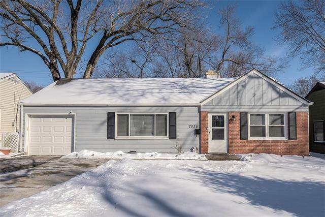 7535 Sagamore Road, Prairie Village, KS 66208 (#2303872) :: Eric Craig Real Estate Team