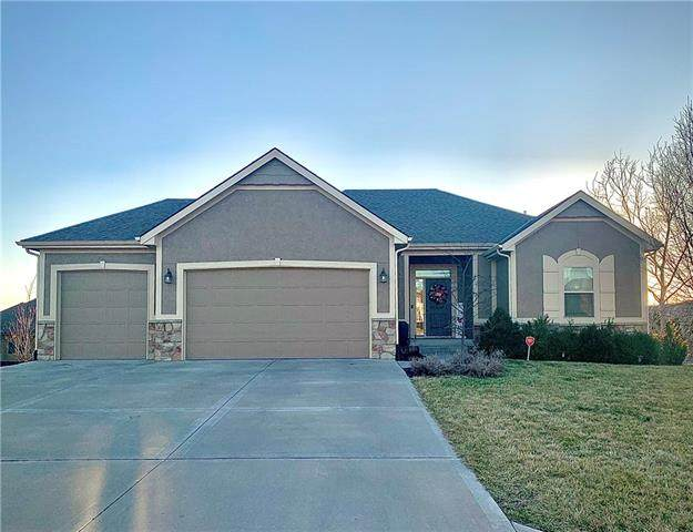 4121 S Eagle Point Court, Blue Springs, MO 64015 (#2304036) :: Audra Heller and Associates