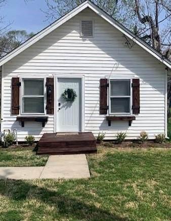 311 W Kump Avenue, Bonner Springs, KS 66012 (#2304185) :: Austin Home Team