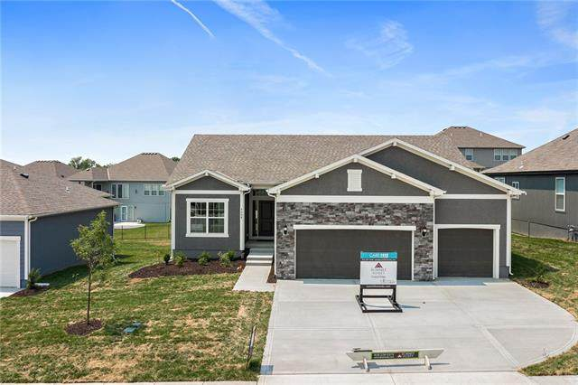 7480 NW Chambers Court, Parkville, MO 64152 (#2304410) :: Tradition Home Group | Compass Realty Group