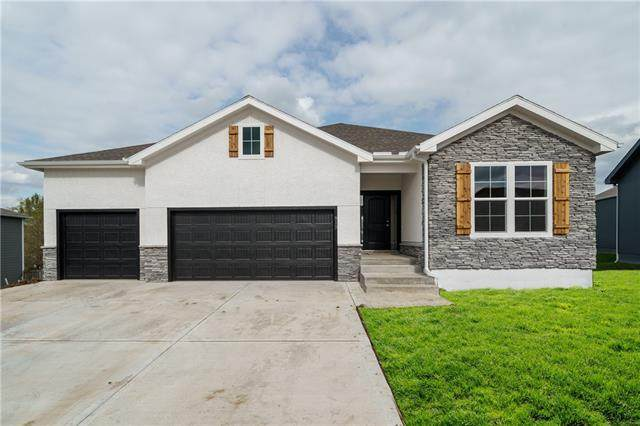 8938 Sunray Drive, Lenexa, KS 66227 (MLS #2304724) :: Stone & Story Real Estate Group