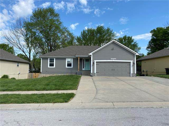 19302 E Lynchburg Place, Independence, MO 64058 (#2305438) :: Ron Henderson & Associates