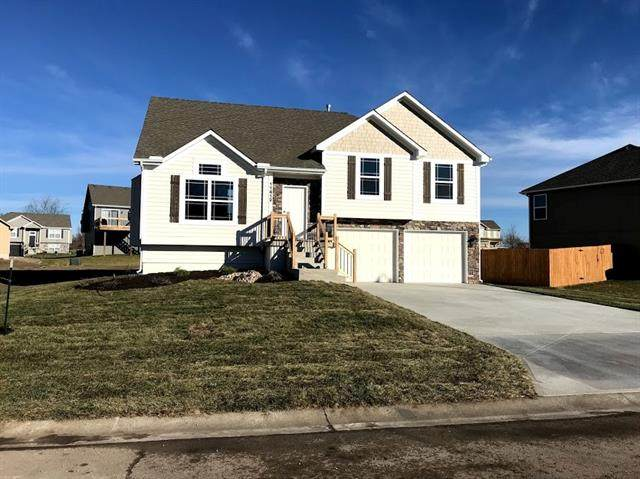 20709 Copper Creek Drive, Peculiar, MO 64078 (#2305750) :: Tradition Home Group | Compass Realty Group