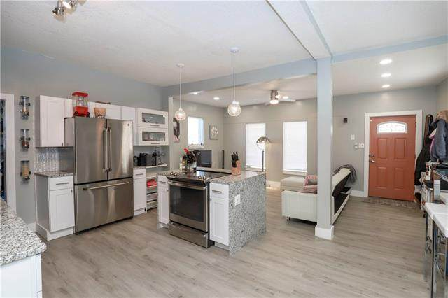 3304 Tracy Avenue, Kansas City, MO 64109 (#2306286) :: Five-Star Homes