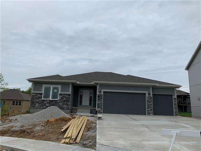 7430 Douglas Court, Parkville, MO 64152 (#2306779) :: Dani Beyer Real Estate