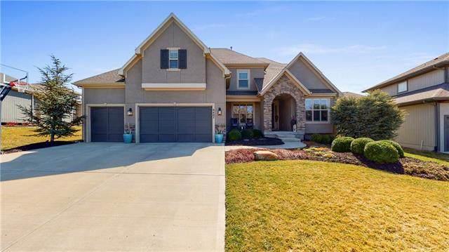 9407 W 163rd Terrace, Overland Park, KS 66085 (#2308583) :: Dani Beyer Real Estate