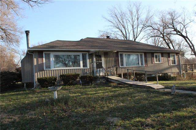 2901 N 75th Terrace, Kansas City, KS 66109 (#2310645) :: Five-Star Homes