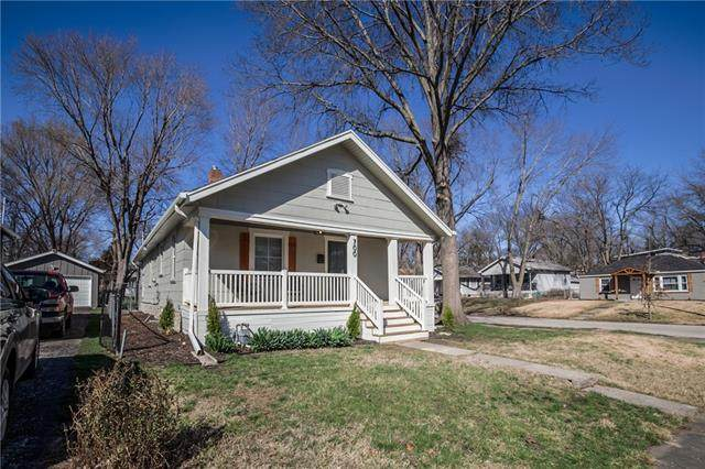 700 W 77th Street, Kansas City, MO 64114 (MLS #2311048) :: Stone & Story Real Estate Group