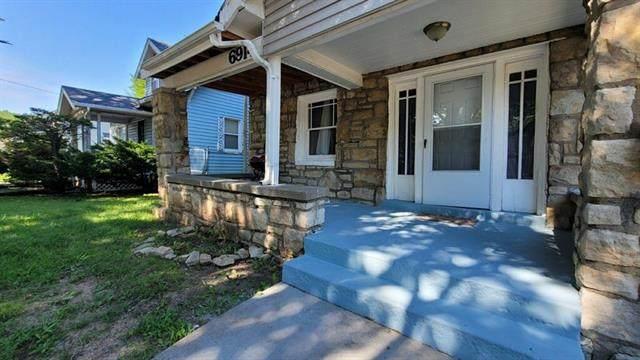 6914 Brooklyn Avenue, Kansas City, MO 64132 (#2311484) :: Austin Home Team