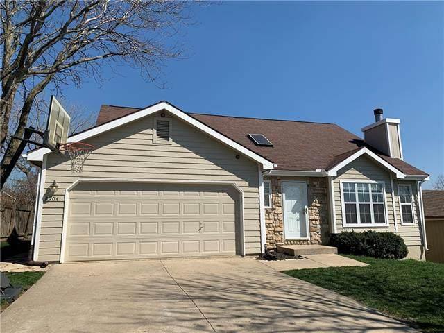 2504 Via Linda Drive, Lawrence, KS 66047 (MLS #2312175) :: Stone & Story Real Estate Group