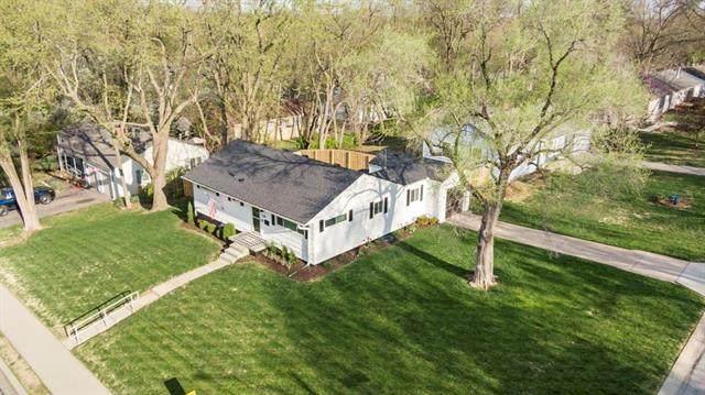 5318 W 79th Street, Prairie Village, KS 66208 (#2312657) :: Ron Henderson & Associates