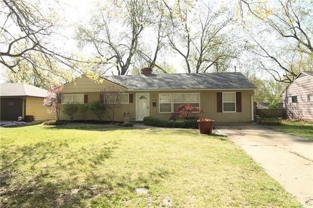 7503 E 111th Terrace, Kansas City, MO 64134 (#2312749) :: Ron Henderson & Associates