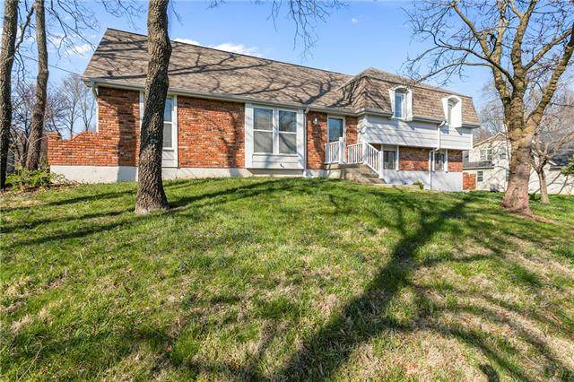 9904 NW 72nd Terrace, Weatherby Lake, MO 64152 (#2312975) :: Dani Beyer Real Estate