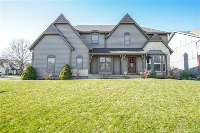 8201 W 153 Street, Overland Park, KS 66223 (#2313010) :: Dani Beyer Real Estate