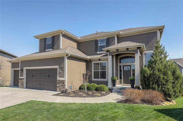 16422 S Lawson Street, Olathe, KS 66062 (#2313015) :: Five-Star Homes