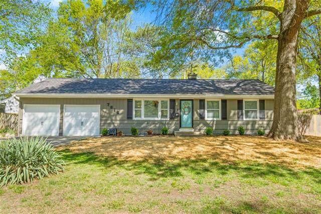 7616 Colonial Drive, Prairie Village, KS 66208 (#2313694) :: Audra Heller and Associates