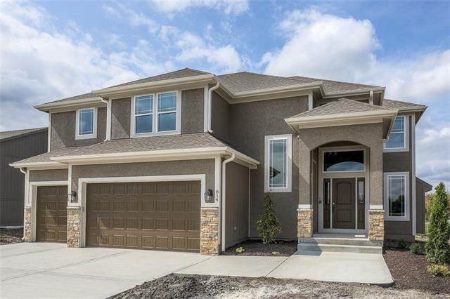 822 Cindy Lane, Raymore, MO 64083 (MLS #2314318) :: Stone & Story Real Estate Group