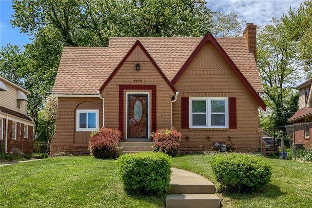 5912 Blue Hills Road, Kansas City, MO 64110 (#2314352) :: The Shannon Lyon Group - ReeceNichols