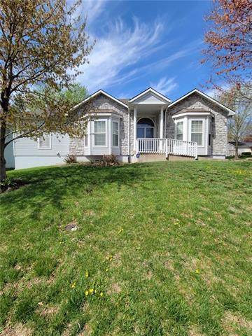 2217 Ne 2nd Street, Blue Springs, MO 64014 (#2314505) :: Dani Beyer Real Estate