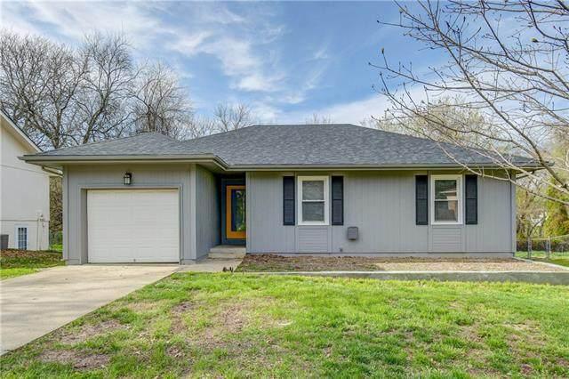 504 SE 21st Street, Oak Grove, MO 64075 (#2314527) :: Ron Henderson & Associates