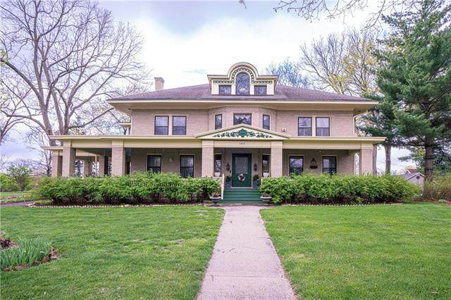 2808 Frederick Avenue, St Joseph, MO 64506 (#2315635) :: Ask Cathy Marketing Group, LLC